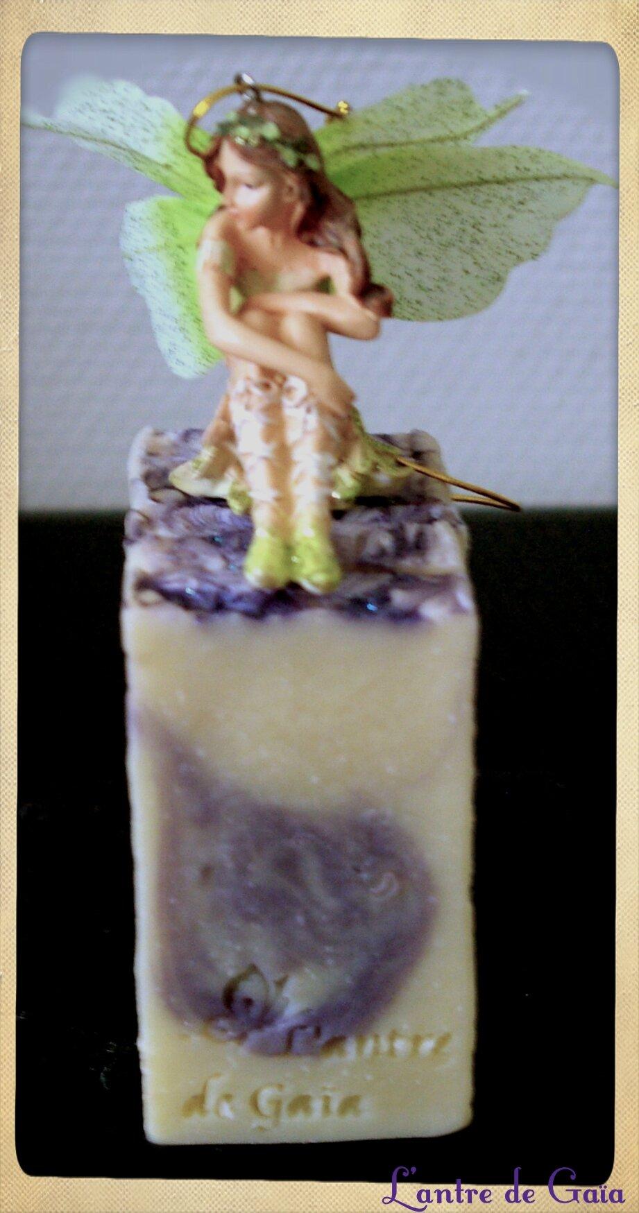 Savon à l'amande amère. Test Huiles & Sens : huile végétale d'Amande de prune.