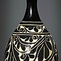 A rare Cizhou carved bottle vase, Yuhuchunping, Jin dynasty (1127-1234)