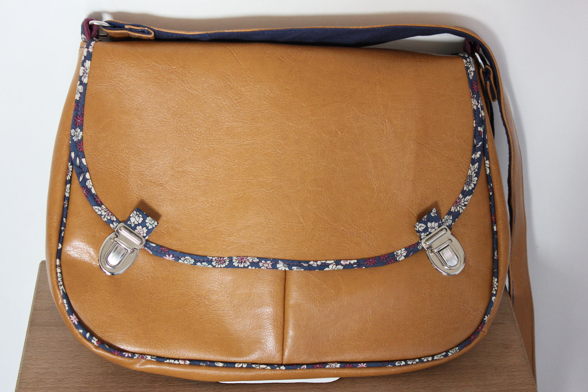 Tutoriel couture sac cuir - Tuto couture sac besace ...