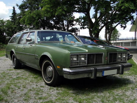 OLDSMOBILE Delta 88 Custom Cruiser Wagon 1979 RegioMotoClassica 2010 1