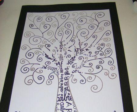 arbre sur feuille noire