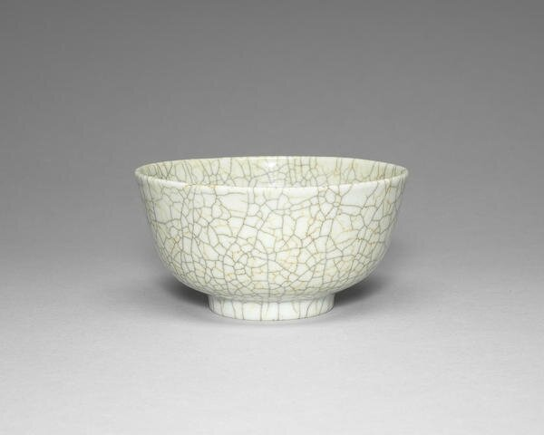 A Guan-type bowl, 18th-19th century