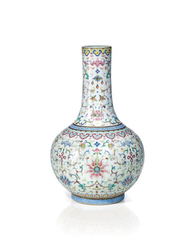 Vase en porcelaine de la famille rose, Chine, dynastie Qing, époque Jiaqing (1796-1820)