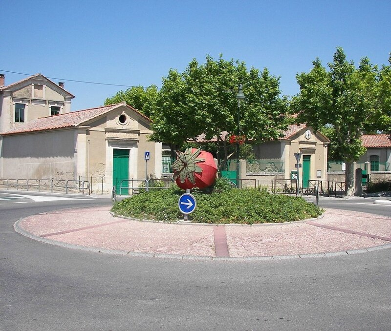 1280px-Rond_point_de_la_fraise_à_Velleron