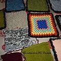 Petits carrés au crochet et tricot pour yarn bombing
