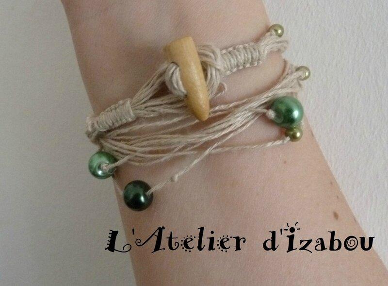P1120384 Bracelet bio écolo en fil de chanvre et ses perles vertes, fermoir buchette en bois