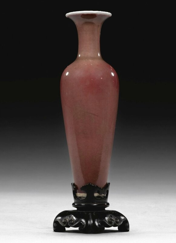 A peachbloom vase, liuyeping, Kangxi mark and period (1162-1722)