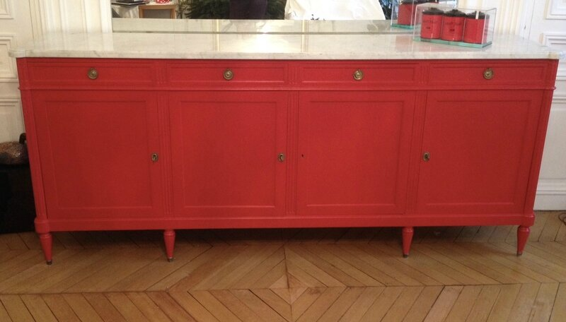 Grand buffet rouge ancien r novation la demande la for Renovation de meubles anciens