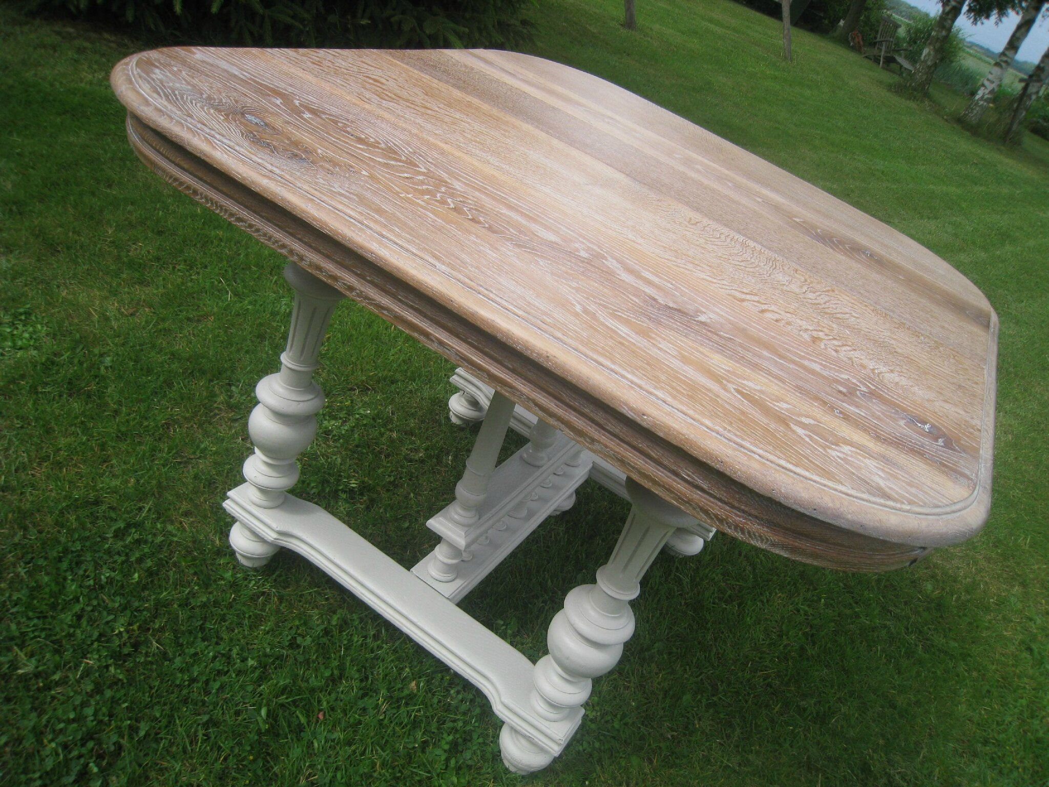 Les tables henri ii revisit es patines couleurs - Relooker table en bois ...