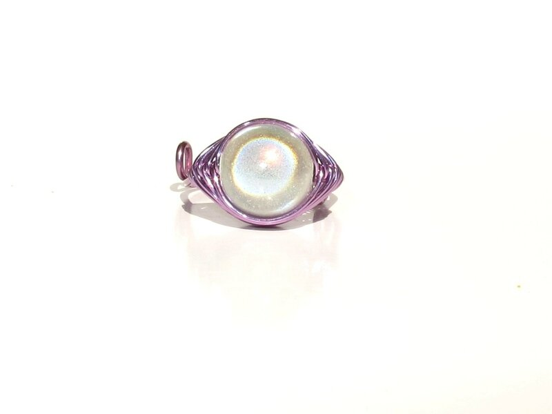 bague wire violet perle blanche face