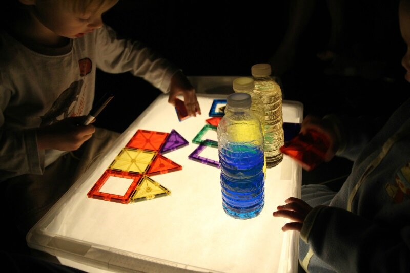 Diy table lumineuse payette family for Fabriquer fausse fenetre lumineuse