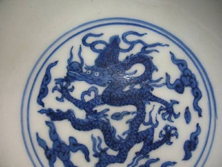 A_pair_of_blue_and_white_porcelain_dragon_bowls3