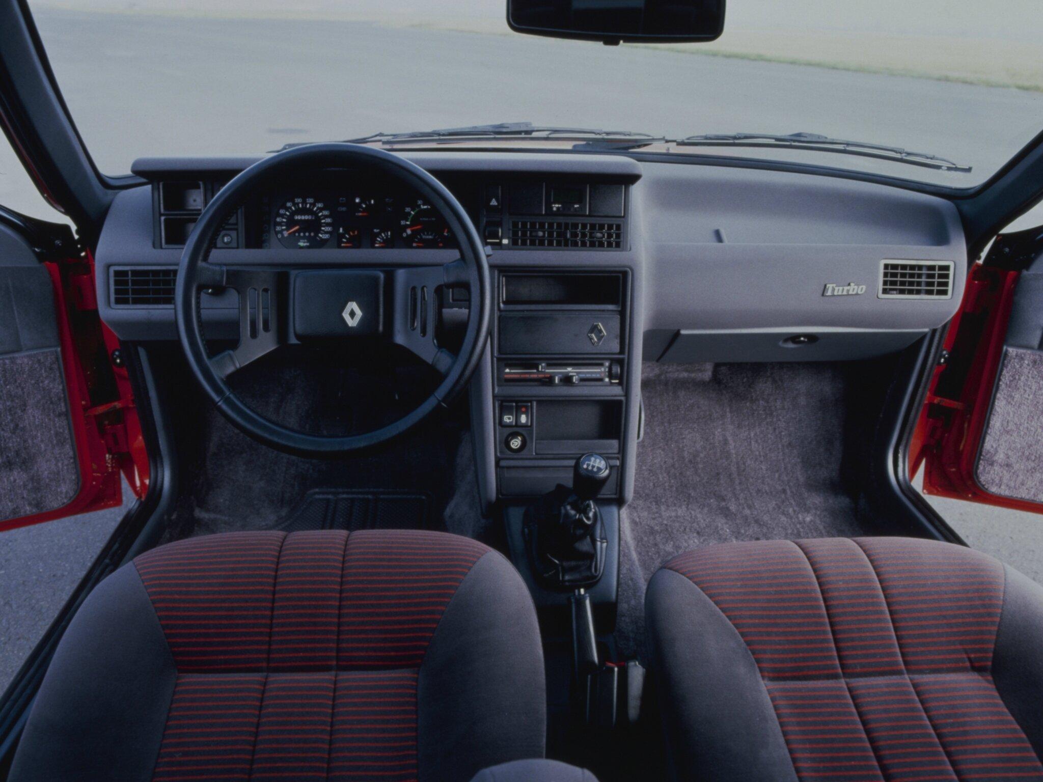 renault fuego 1980 1992 zoom auto blog. Black Bedroom Furniture Sets. Home Design Ideas