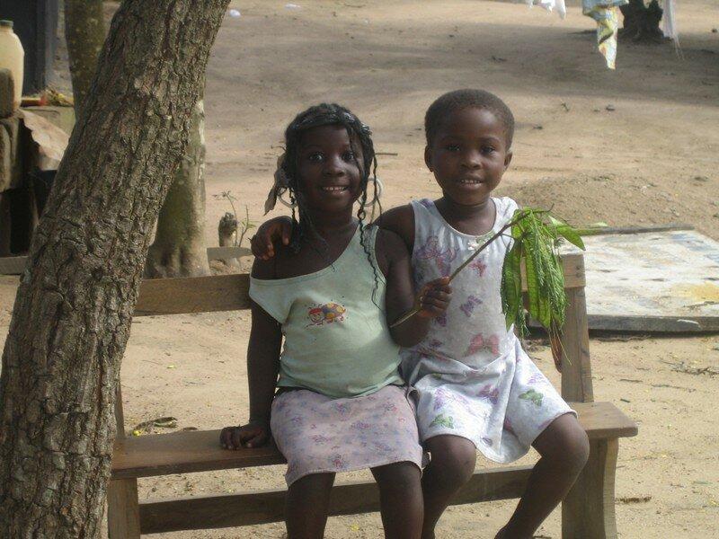 Des enfants du camp