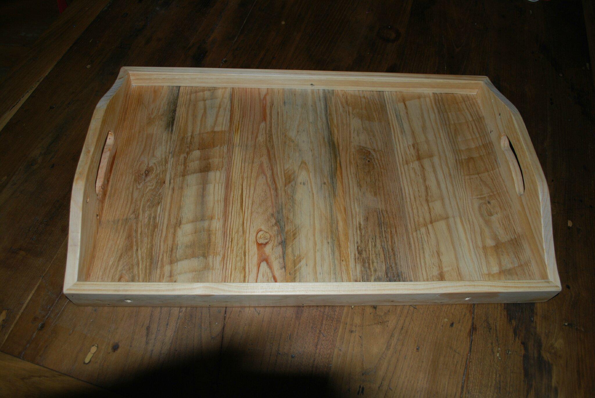 Plateau de service en palettes recycl es au bout du bois for Plateau de cuisine en bois