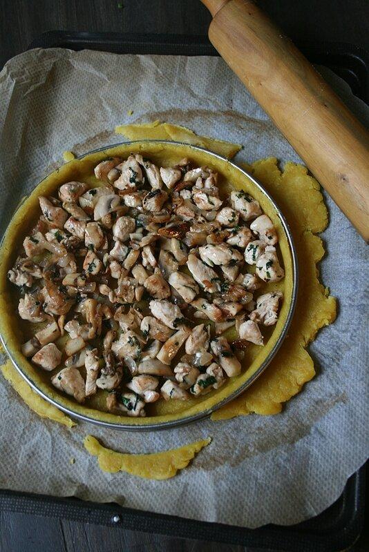 Tarte poulet sauge à la pâte au curcuma 1