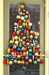 classic-ornaments-wall-christmas-tree
