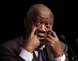 Gbagbo_doigts_dans_les_yeux_b