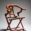 Important fauteuil en bois laqu rouge et ornementations de laiton. Chine, XIXme sicle