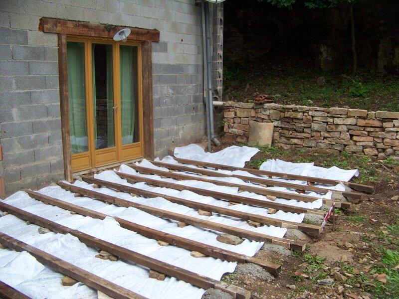 Les lames de terrasse, achetées dans une scierie des Vosges, en