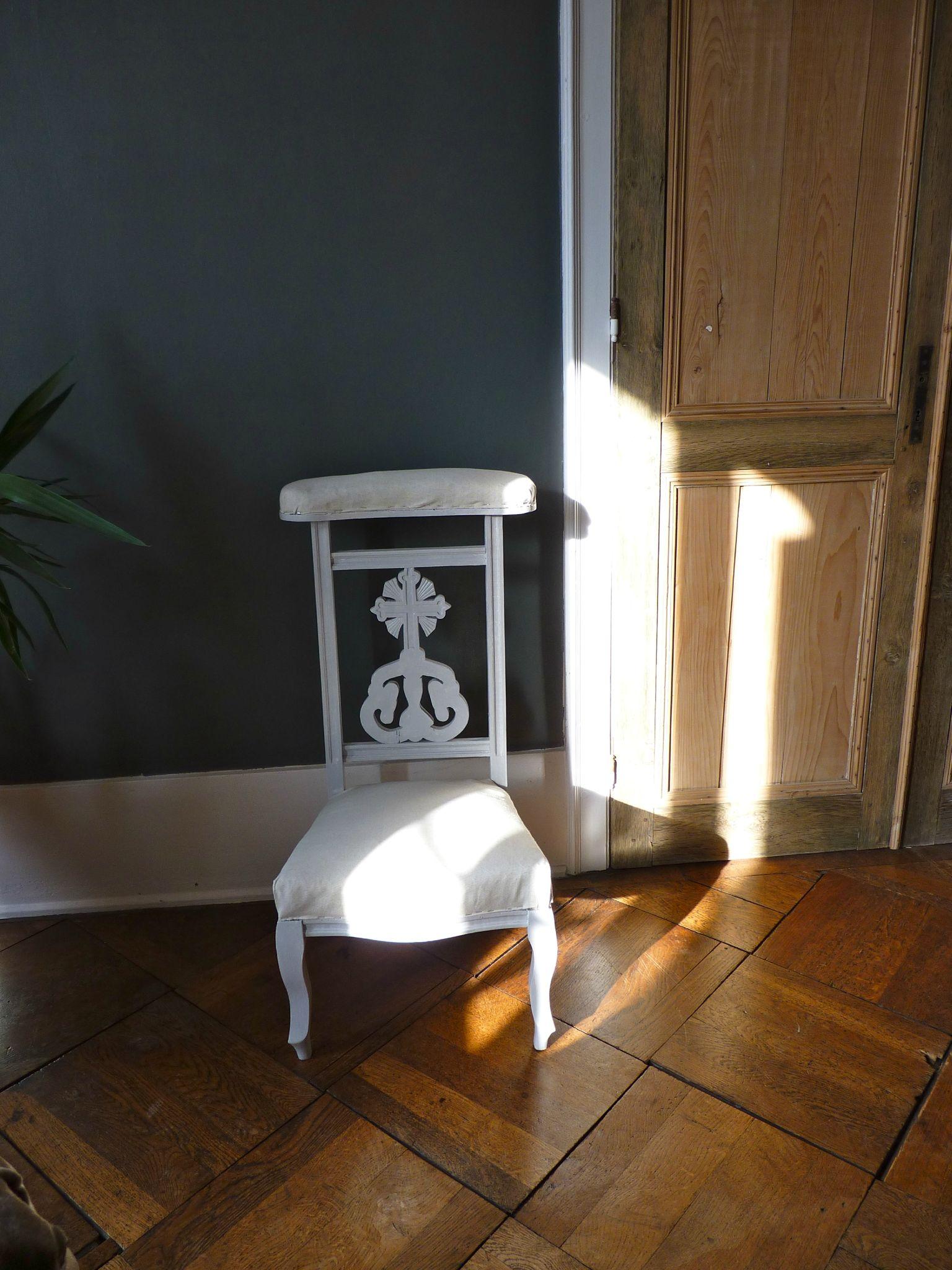 avant apr s prie dieu au fil des muetz. Black Bedroom Furniture Sets. Home Design Ideas