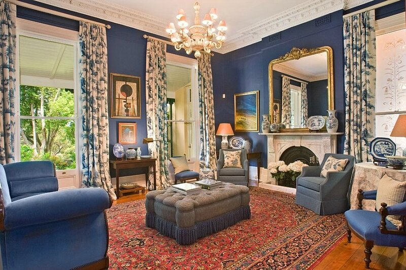 Classic-Victorian-living-room-in-blue-and-gold