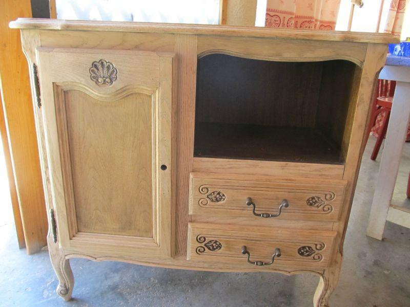 Un relookage petit meuble les bidouilles kiki 2 for Teindre un meuble deja teint