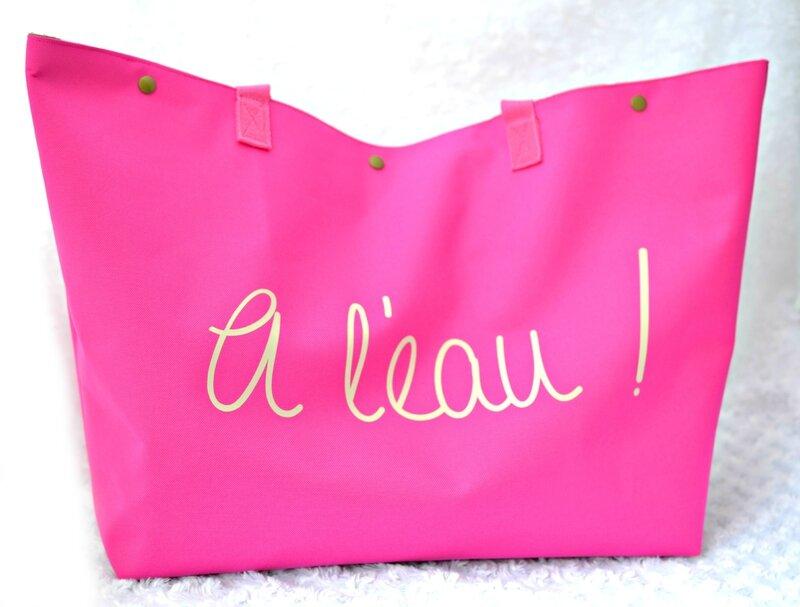 sac de plage rose framboise a l'eau