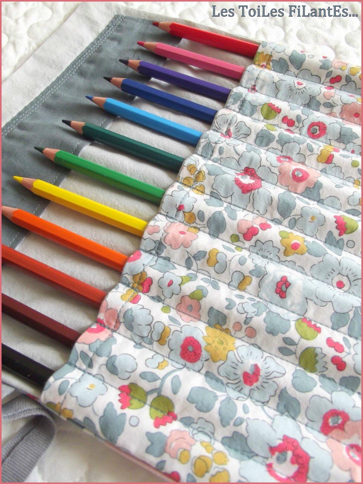 Une trousse de fille qui aime les dinosaures les - Tuto trousse crayons de couleur ...