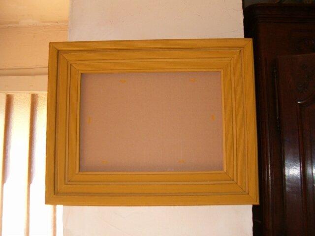 Cadre en dentelle de carton ocre jaune