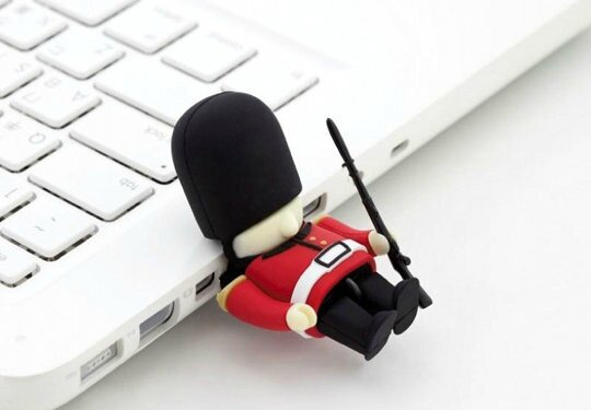 Bone-Collection-queens-guard-usb-memory-stick