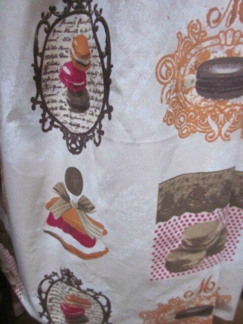 Ciré AGLAEen coton enduit gourmand brun orange et fushia sur fond beige (10)