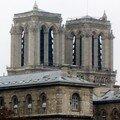 On aperçoit Notre Dame