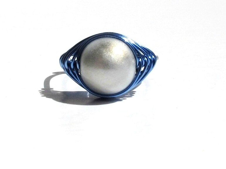 bague wire bleu perle blanche face