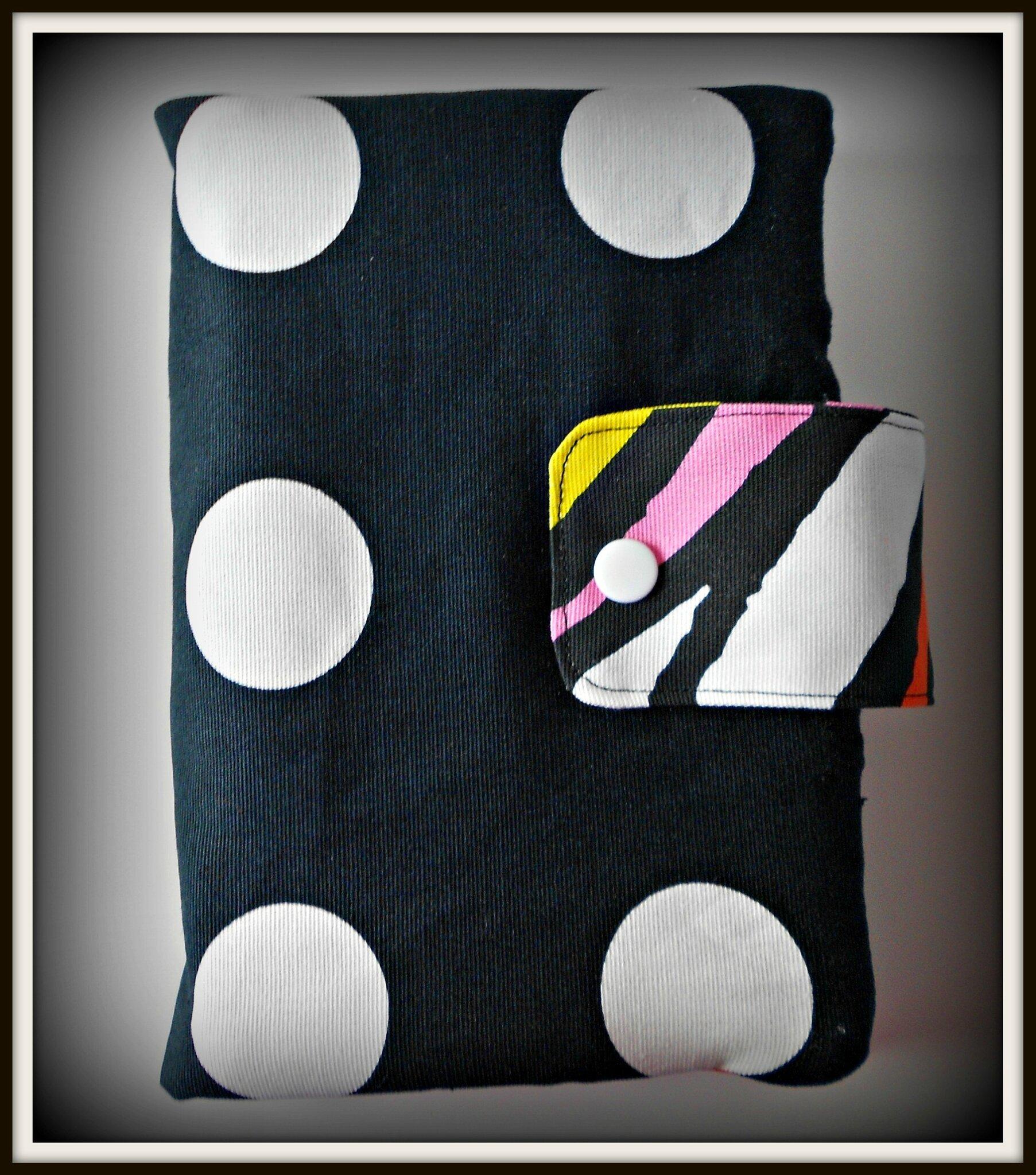 trousse valentin trukbidule. Black Bedroom Furniture Sets. Home Design Ideas