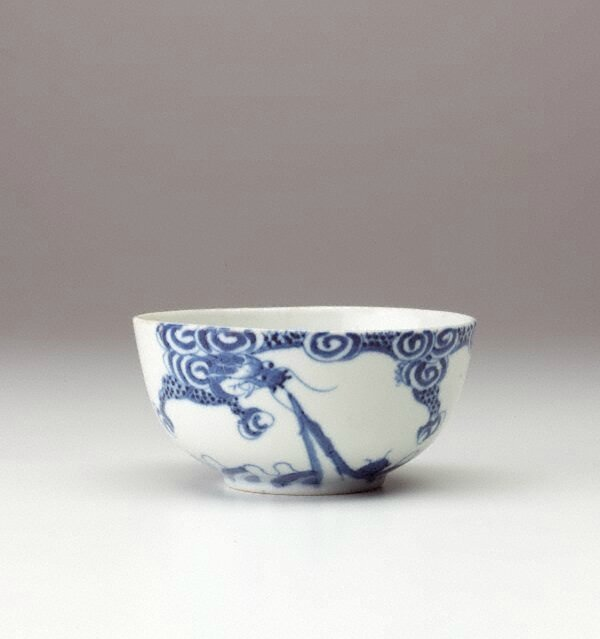 Bleu de Huê bowl with dragon decoration, China Export ware for Viet Nam, circa 19th century-20th century