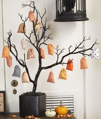 mini_treat_bags_and_tree