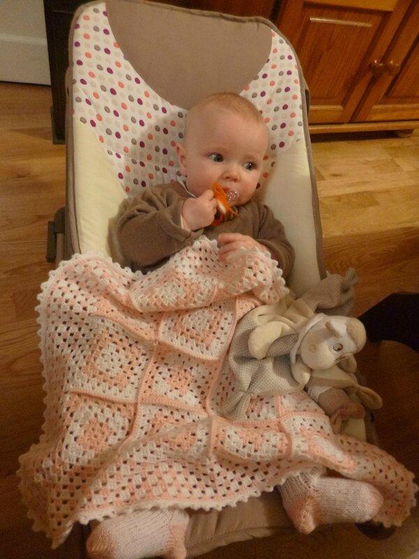 Eloïse, chaussettes et couverture