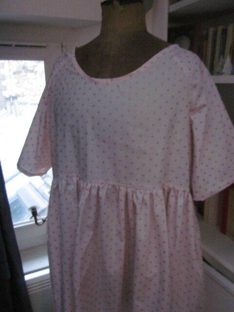 Robe RAYMONDE en coton rose dragée à pois paillettés vieux rose - manches raglan - longueur genoux - taille unique (3)
