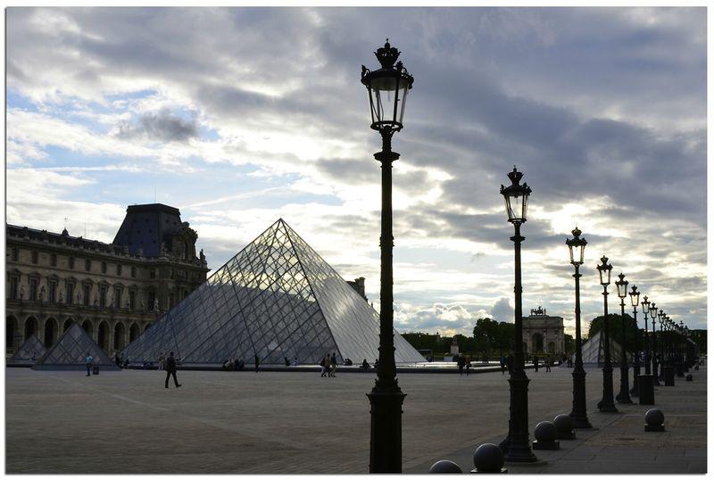 Paris_Le_Louvre_soir