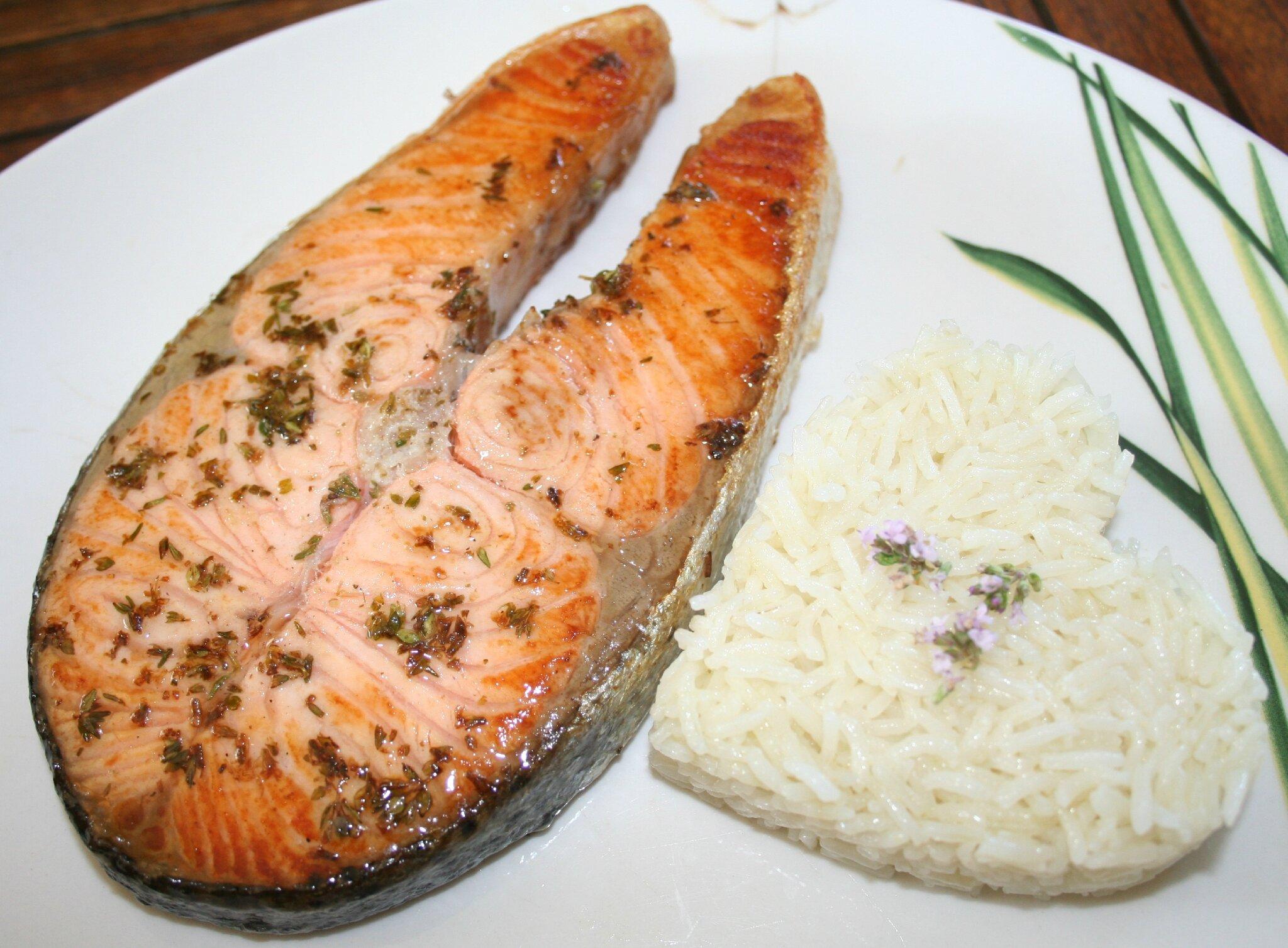 Darnes de saumon marin es fleurs de thym et citron vert - Cuisiner darne de saumon ...