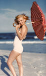 jane_marilyn_monroe_1946___by_Andre_Dedienes___malibu_beach_08
