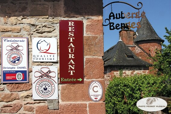 COLLONGES_LA_ROUGE_auberge_de_Benges_enseignes