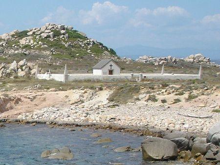 Cimetière_de_la_Sémillante_sur_les_îles_Lavezzi