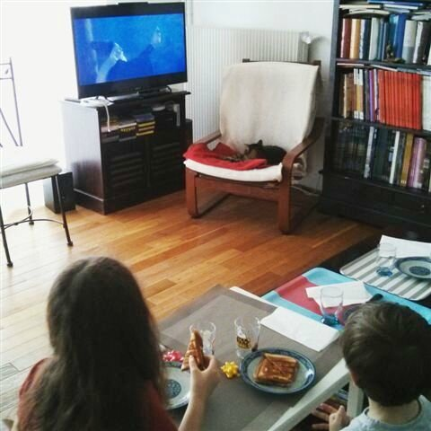 Soirée télé ©Kid Friendly