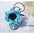 Bracelet fil aluminium fleur turquoise et noir
