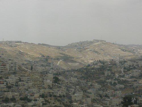 Vue sur les collines de Jerusalem. Au loin, le mur entre Israel et la Cisjordanie