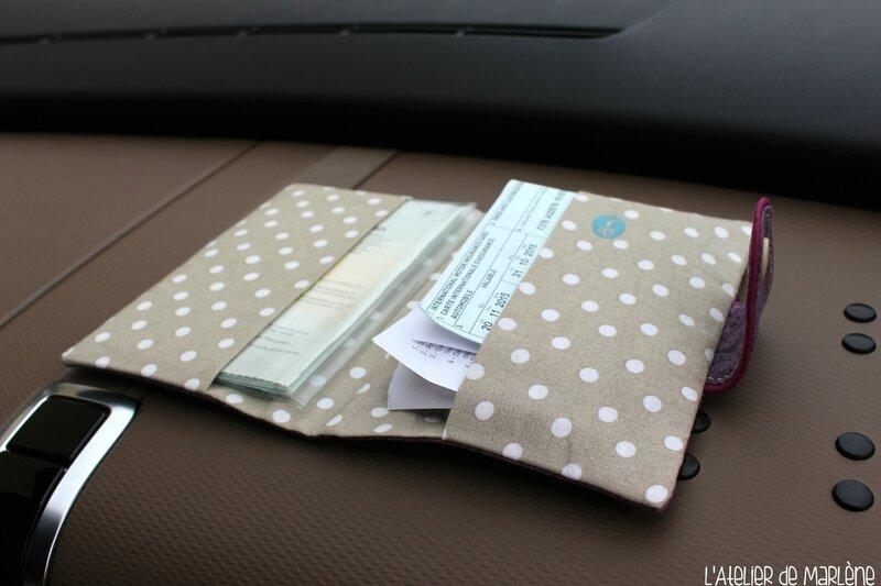 intérieur housse de papiers de voiture