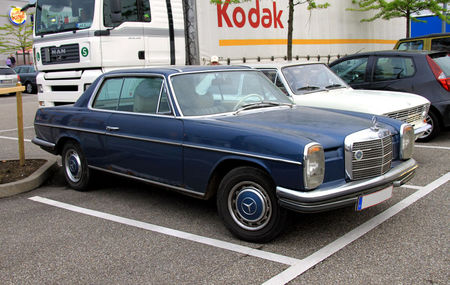 Mercedes_250_CE_automatic__Rencard_du_Burger_King__01