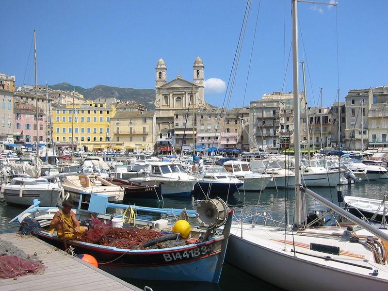 Le vieux port de bastia photo de promenade en corse for Maison de la literie bastia